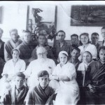 Войно-Ясенецкий с медперсоналом и ранеными